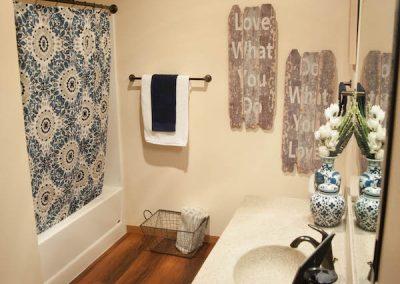 Addison.Int.Bathroom.300dpi (4)
